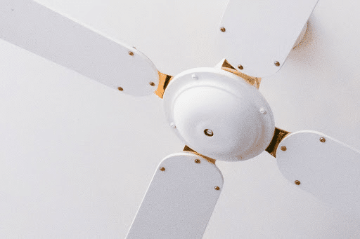 Are 3 or 4 blade ceiling fans better?, How Many Blades Should Your Ceiling Fan Have? , Do 3 blade fans move more air?, Which ceiling fan is best 3 or 4 blade?, Are 3 blade fans loud?, Why do some ceiling fans have 3 blades?